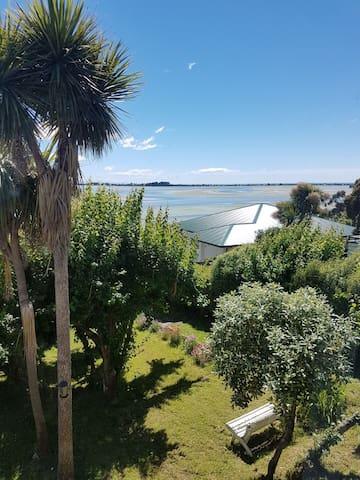 2 bedrooms large garden, ocean view, 10 mins city