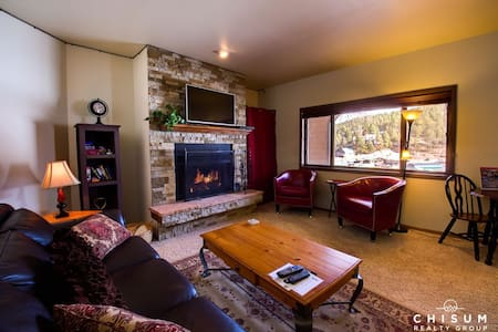 Ski Run Condo Overlooking the Slopes