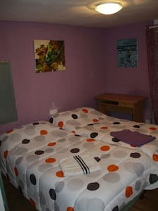 1 ROOM WITH 2 BEDS,  ZARAUTZ CENTER - House
