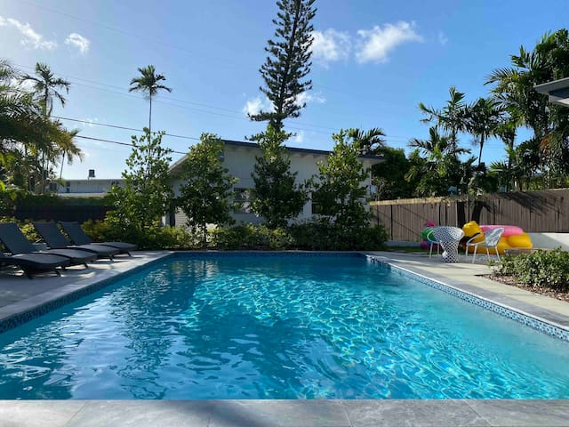 Centrally Located Luxury Pool Oasis