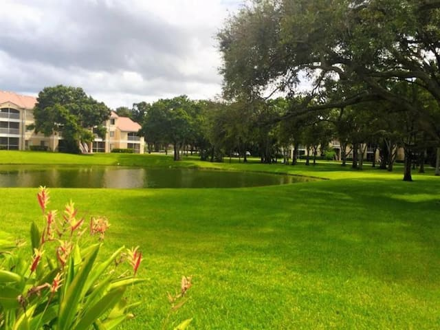 Fort Lauderdale Area-Close to Everything by car