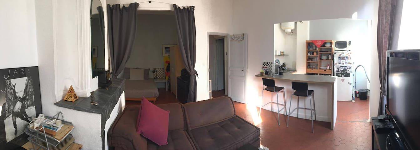 Beau studio 30m2 atypique à deux pas du Vieux Port