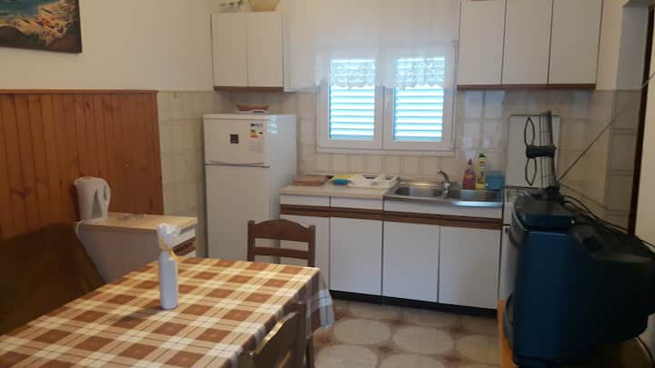Apartment 2+2 close to Omiš with free parking