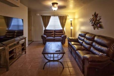 Cozy Alamogordo Vacation. Corporate or tdy Living - Alamogordo - Townhouse