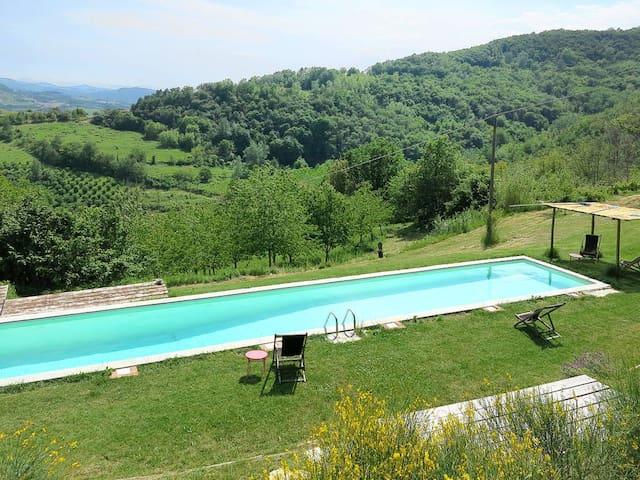 Casa Fieno, villa nelle Langhe con piscina - Cessole - Villa