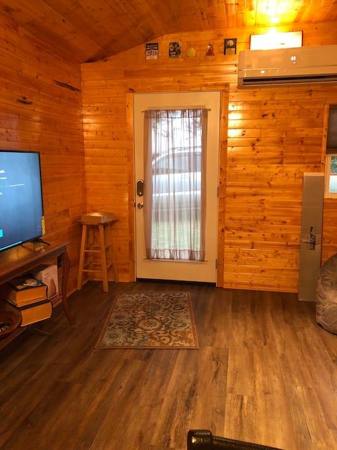 Charmerende hytte-lignende gæstehus- Kæledyr Velkomne :)