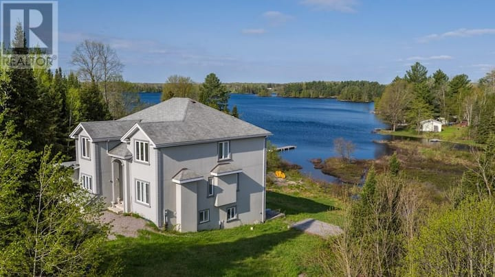 Water-Front Cottage in Whitestone Ontario