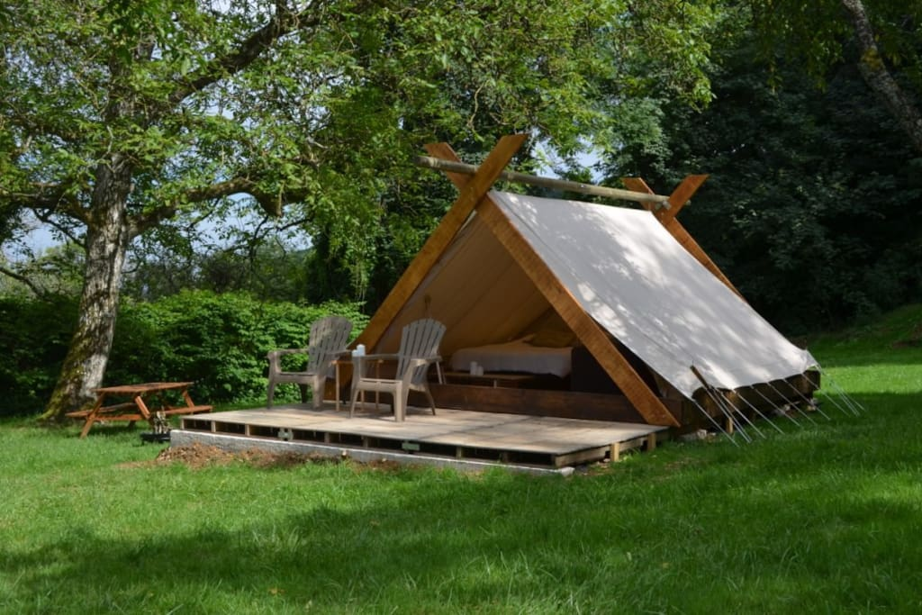 Cabane tente insolite du bois joli cabanes louer for Camping le bois joli st martin sur la chambre