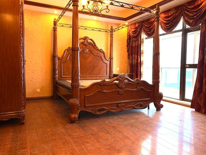 豪华错层别墅一整层,全红木家具,中央空调,加暖气,外带拐角阳台,随时可以配合看房
