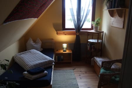 Kuscheliges Zimmer auf Hof Mellon - Plouguernével