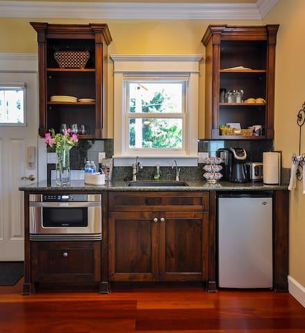 Kitchenette - Microwave, Frig, Keurig