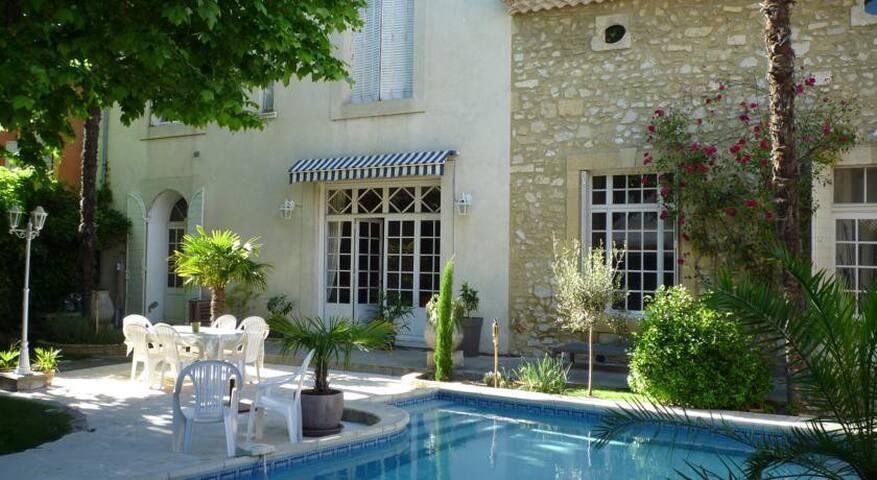 Chambres d'hote de Charme 1/2 - Roquemaure - Bed & Breakfast