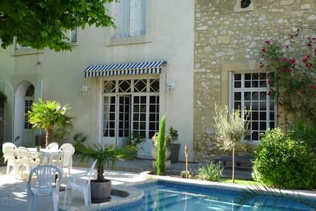 Chambres d'hote de Charme 1/2 - Roquemaure - Bed & Breakfast