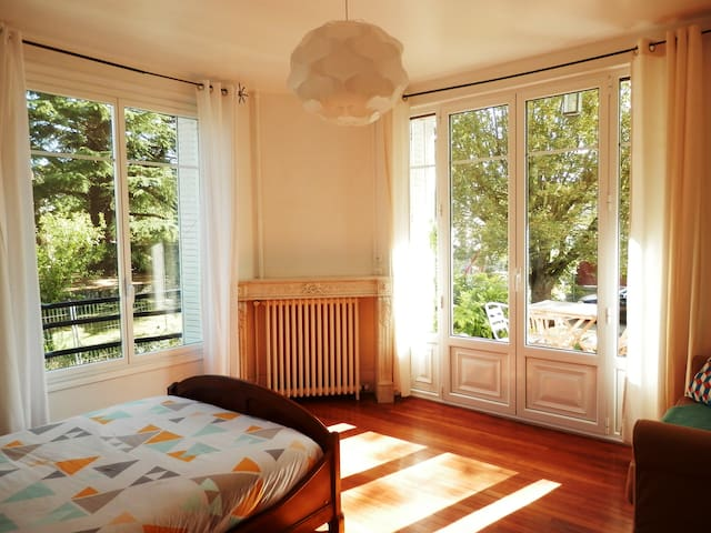 Lightly Room In Art Deco House - Veneux-les-Sablons - Dům