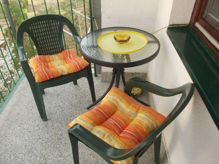 Poželite sunčano jutro, šolju kafe i suncobran