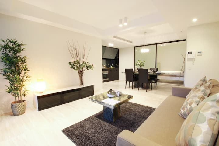 Syd CBD 2 Bd Apt with Supereme Elegance &City View