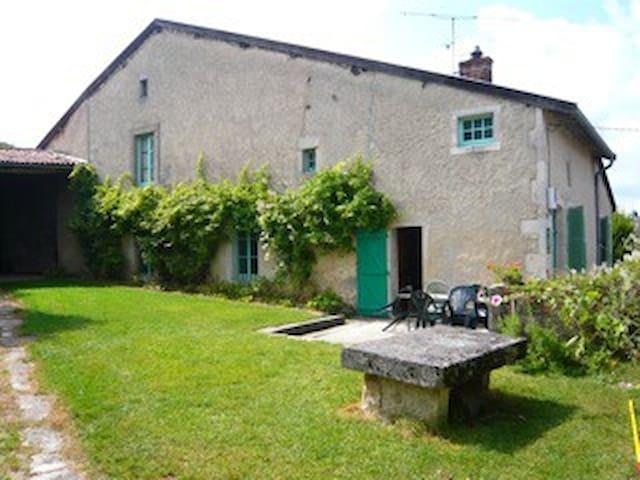 Charmante maison Lorraine - Saint-Aubin-sur-Aire - Hus