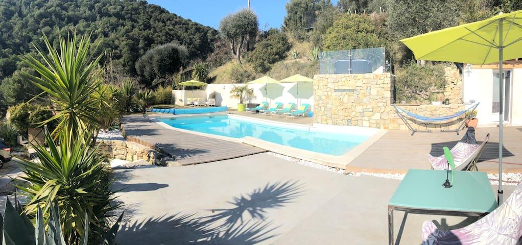 Chambre avec piscine chauffée/jacuzzi 15mn de Nice