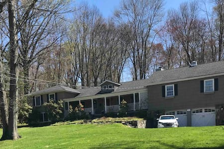 Gracious Country Home on 2 acres - 1 hr to NYC