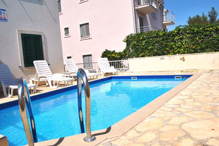 Swimming Pool Apt, Great Sea Views from Balcony