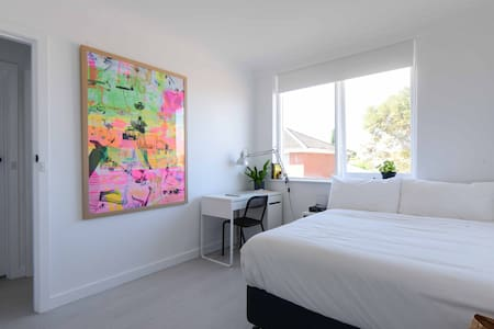 Comfortable room in stylish apart - Thornbury