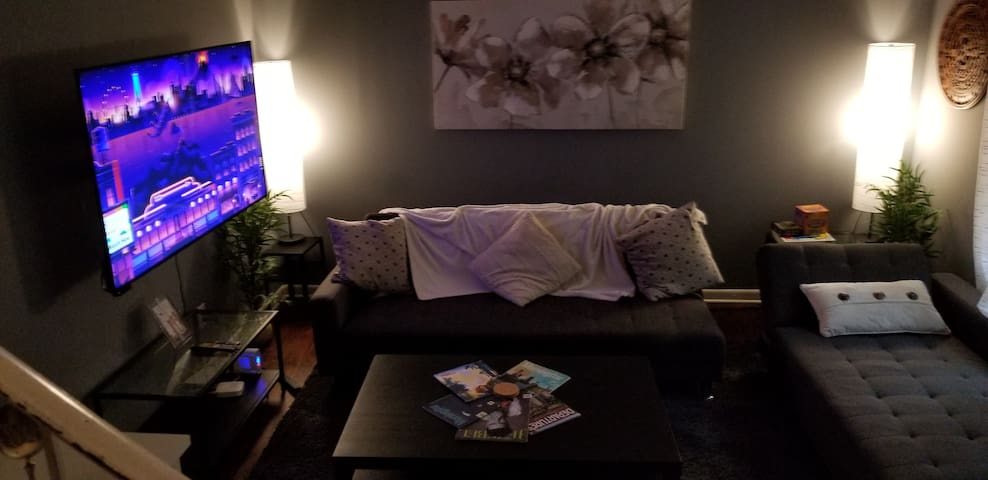 Comfy 2BR home min from airport, MARTA, food/s