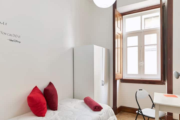 Very small Single room in Center of Coimbra 2