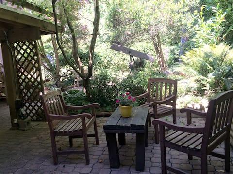 Lovely Lynn Valley! Suite near hiking/biking 🥾🚲