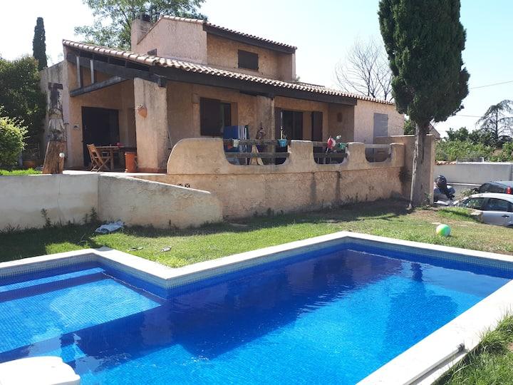 maison avec  grande terrasse piscine jardin