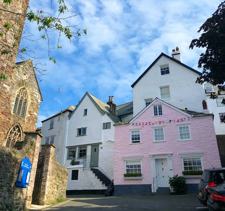 Find Rental Homes Online: The Pink House, Dartmouth