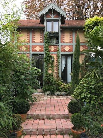 Maison de charme avec jardin arbore