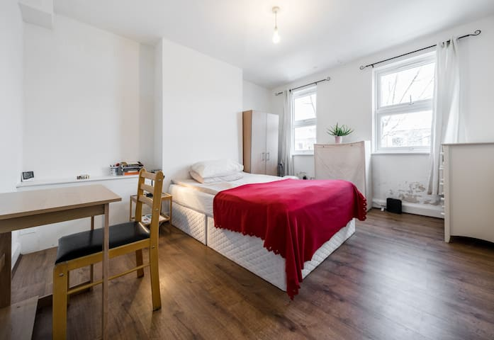 spacious room in Archway - zone 2