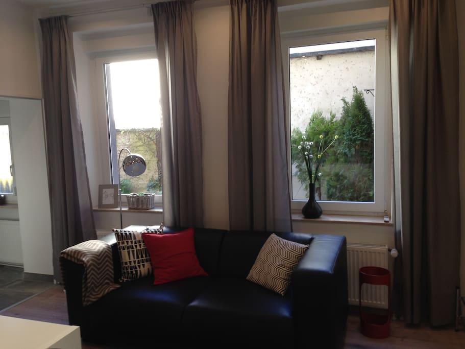 Apartment 2 Wohn-/Schlafraum mit Blick zum Innenhof