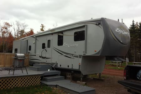 Spacious 40 ft. Camper in Beautiful Cavendish - Cavendish - Asuntoauto