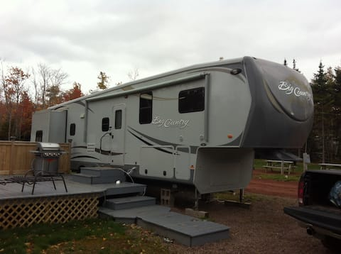Spacious 40ft. Camper in Beautiful Cavendish