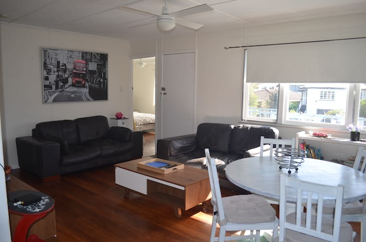3 BEDRM- CLOSE TO AIRPORT, BEACHES & SCHOOLS