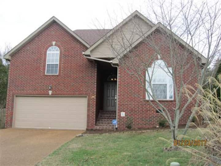 Saddle Crest 3 BR house 22miles to Downtown Nash!