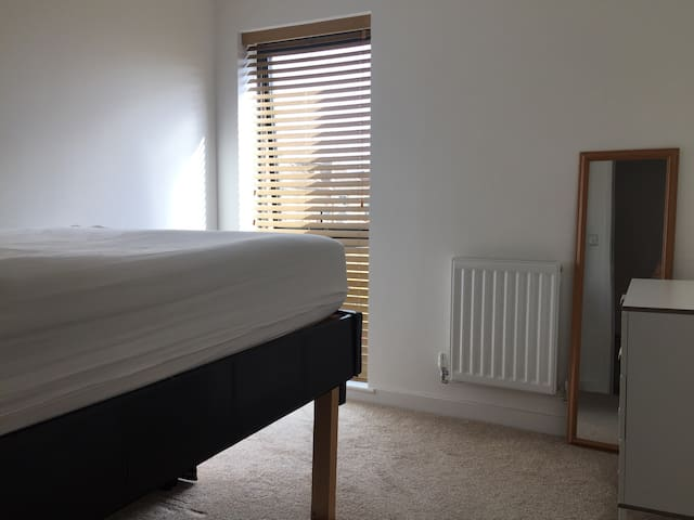 Mon - Fri double bedroom.