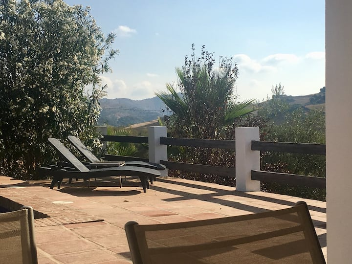 Private Pool, WIFI  tranquil rural 5*Villa escape