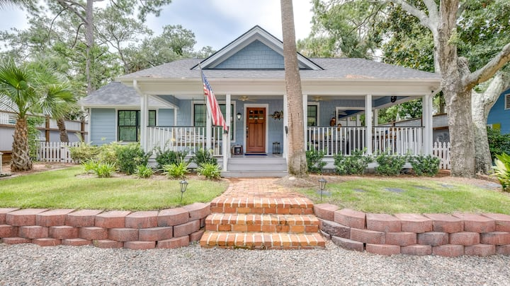 Updated Southern Gem with Saltwater Pool & Grill