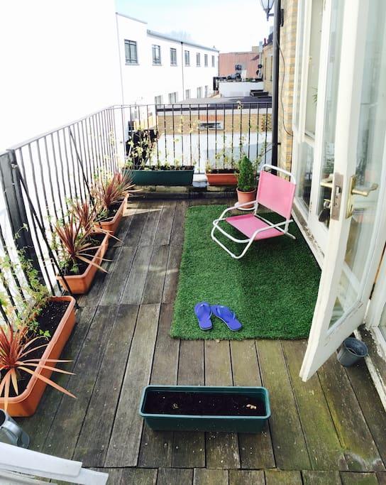 Little balcony garden  in Kew