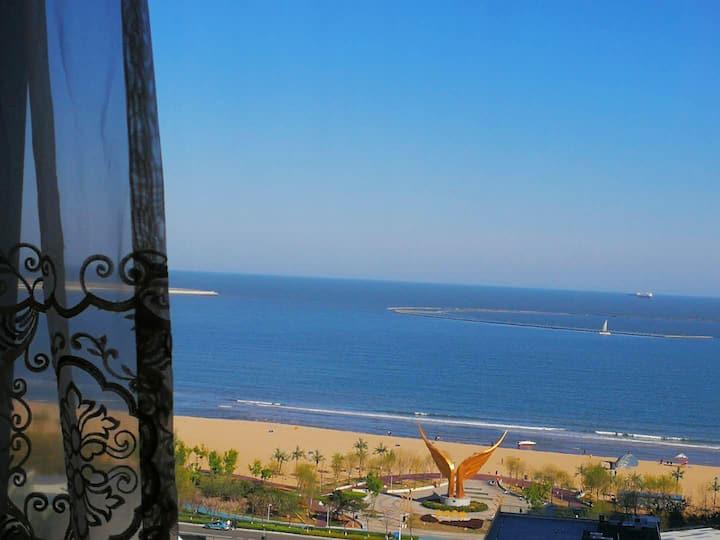 【地暖】270°两室海景飘窗 观日出 步行3分钟到海边 近小吃街 新奥海底世界