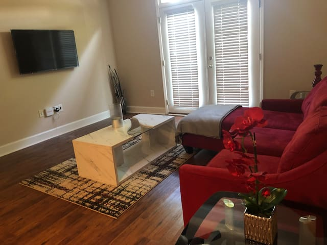 City Life with A Touch of RED! 1Br Plush Apt