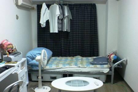 Simple single room in Setagaya. - Setagaya - Bed & Breakfast