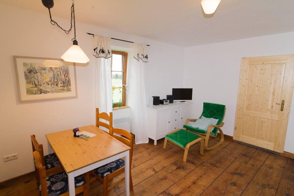 Renoviertes Wohnzimmer mit sehr alten Dielen