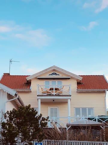 Skärgårdsboende i den gamla delen av Grebbestad