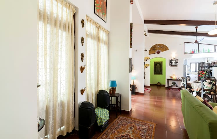 Tucked  away  Villa with a pool & Family Friendly