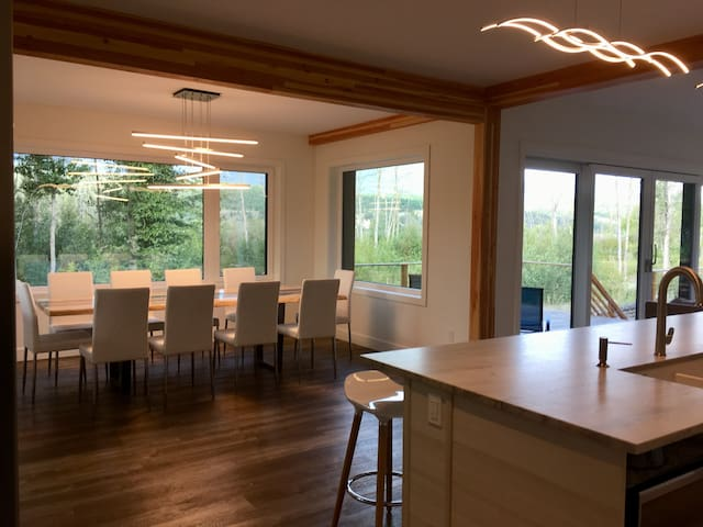 New! 6 bedroom lakeside luxury home in Windermere