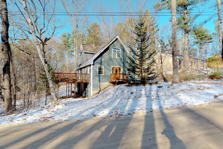Bright, forested home w/ wraparound deck, fireplace, grill - Come ski!