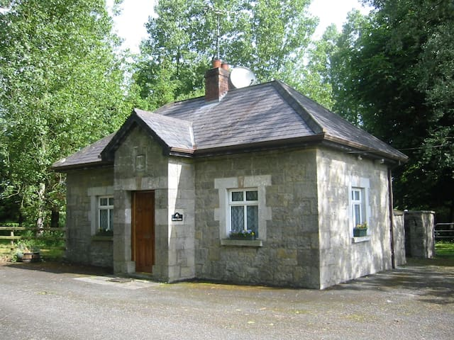 Grove Lodge,  Gatehouse at Ankatell Grove House